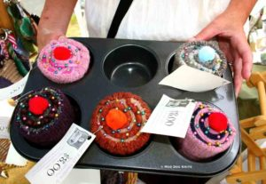 Whimsical cupcakes of fiber.